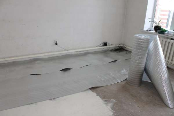 Теплоизоляционный фольгированный слой