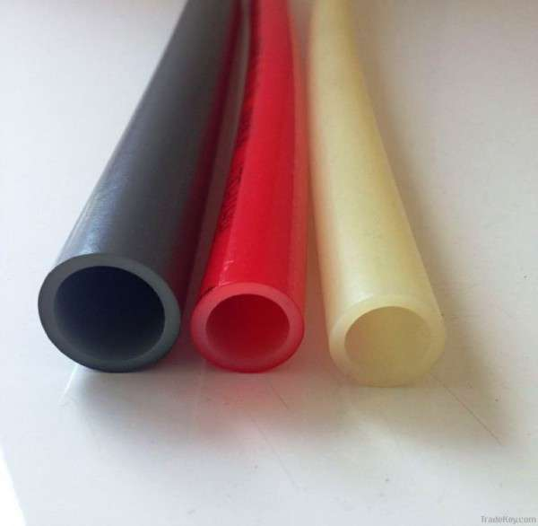 Трубы разных цветов и диаметров